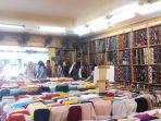 mulai-didatangi-pembeli-suasana-toko-tekstil-di-jalan-urip-sumoharjo-kota-yogyakarta.jpg