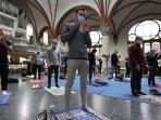 muslim-di-berlin-jerman-laksanakan-salat-jumat-di-gereja.jpg