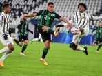 myrto-uzuni-dijaga-danilo-dan-juan-cuadrado-saat-liga-champions-juventus-vs-ferencvaros.jpg