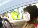 oknum-pns-yang-berkendara-mobil-rush-enggan-ditilang-polisi-lalu-lintas_20171012_092206.jpg