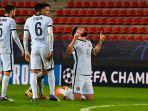olivier-giroud-selebrasi-setelah-mencetak-gol-kedua-timnya-di-liga-champions-rennais-v-chelsea.jpg
