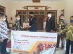 paguyuban-ppn-kabupaten-magelang-berikan-bantuan-650-kg-telur-untuk-nakes.jpg