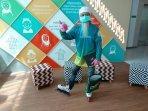 pandemi-virus-corona-merebak-mbah-pri-sepatu-roda-kini-kampanyekan-dirumahaja.jpg