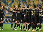 para-pemain-barcelona-merayakan-gol-kedua-di-liga-champions-uefa-dynamo-kiev-v-barcelona.jpg