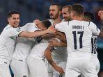 para-pemain-italia-merayakan-gol-bunuh-diri-merih-demiral-di-euro-2020-turki-vs-italia-11-juni-2021.jpg
