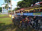 para-penggiat-sepeda-dari-komunitas-magelang-bersepeda-memarkirkan-sepeda-mereka.jpg