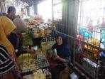 pedagang-oleh-oleh-makanan-di-pasar-beringharjo-diserbu-pembeli_20180624_115555.jpg