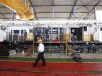 pekerja-menyelesaikan-perbaikan-lokomotif-di-balai-yasa-yogyakarta.jpg