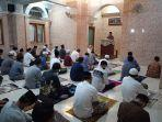 pelaksanaan-salat-idulfitri-di-masjid-dengan-protokol-kesehatan-kamis-1352021.jpg