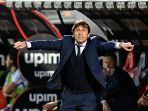 pelatih-inter-milan-italia-antonio-conte-di-liga-italia-serie-a-crotone-vs-inter-milan-1-mei-2021.jpg