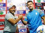 pelatih-timnas-u-19-indonesia-fakhri-husaini-berjabat-tangan-dengan-pelatih-iran-u-19.jpg
