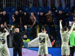 pemain-merayakan-kemenangan-3-2-atas-atalanta-setelah-pertandingan-atalanta-vs-ac-milan.jpg