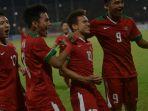 pemain-timnas-u-19-merayakan-gol-penalti_20180713_085258.jpg