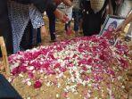 pemakaman-ibunda-roro-fitria_20181016_124402.jpg