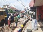 pembangunan-pedestrian-jalan-kh-ahmad-dahlan-dimulai-toko-sepatu-di-sekitar-proyek-tetap-buka.jpg