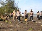 penanaman-pohon-mangrove-di-bantaran-sungai-progo.jpg