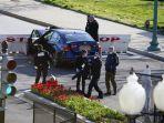 pengendara-tabrakan-mobil-ke-arah-barikade-di-dekat-gedung-capitol-as-seorang-polisi-tewas.jpg