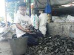 penjual-arang-yanto-70-di-jalan-remartadinata-wirobrajan-kota-yogyakarta.jpg