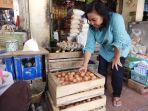 penjual-telur-ayam-di-pasar-bantul_20180711_141250.jpg