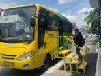penumpang-bus-trans-jogja-dari-halte-sudirman-2-harus-menunggu.jpg