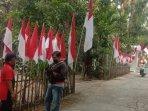 peringati-hut-ri-warga-klaten-ini-pasang-75-bendera-merah-putih-di-pagar-rumahnya.jpg