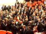 perkelahian-di-gedung-parlemen-turki.jpg