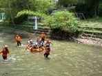 peserta-susur-sungai-dalam-rangka-peringatan-hari-air-dunia-di-winongo_20180324_194237.jpg