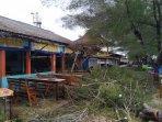 pohon-tumbang-akibat-angin-kencang-di-kulon-progo-pada-rabu-1722021-1.jpg