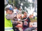 polisi-adu-argumen-dengan-anak-anak_20160609_100512.jpg