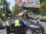 polisi-dan-dishub-memeriksa-pengemudi-kendaraan-gl-zoo.jpg