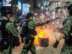 polisi-hong-kong-menghadapi-para-demonstran-pro-demokrasi-pada-hari-rabu.jpg