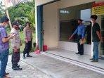 polisi-melakukan-olah-tkp-aksi-pencurian-di-warung-gudeg-yu-djum.jpg