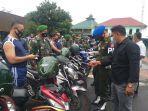 polisi-militer-sedang-melaksanakan-pemeriksaan-kendaraan-di-kodim-magelang.jpg