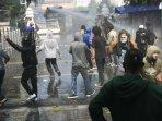 polisi-tangkap-puluhan-demonstran-yang-terlibat-ricuh-di-gedung-dprd-di-yogyakarta.jpg