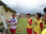 prasetya-soegianto-saat-melatih-jk-academy-agency-senin-122021.jpg