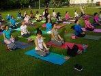 prime-plaza-ajak-women-yoga-di-hari-kartini.jpg