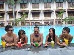 prime-plaza-hotel-tawarkan-pengalaman-berenang-yang-menyenangkan.jpg