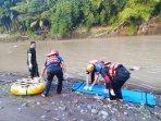 proses-evakuasi-mayat-di-sungai-progo-kamis-03062021.jpg