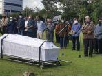 prosesi-pemakaman-pendiri-upn-veteran-yogyakarta-prof-drs-hr-bambang-soeroto.jpg