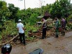 rabu-17022021-menyebabkan-sejumlah-pohon-tumbang-setidaknya-di-6-kapanewon-di-gunungkidul.jpg