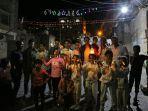 rakyat-yaman-merayakan-malam-pertama-ramadhan-pada-24-april-2020-di-jalan-jalan-taiz.jpg