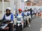 rangkaian-hari-kartini-astra-motor-dan-jne-beri-pelatihan-safety-riding-bagi-perempuan.jpg