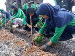 ratusan-mahasiswa-dalam-kegiatan-penanaman-pohon-di-situs-candi-ratu-boko.jpg