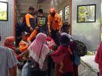 ratusan-pengungsi-merapi-di-barak-banyurojo-magelang-pulang-ke-rumah.jpg