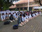 ratusan-siswa-sman-3-yogyakarta-melakukan-sujud-syukur_20180503_194724.jpg