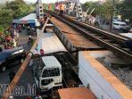 rel-kereta-rusak-di-jembatan-rel-kereta-api-di-jalan-embong-brantas_20171030_213022.jpg