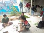 relawan-solidaritas-pangan-jogja-bagi-bagi-nasi-bungkus-setiap-hari.jpg