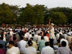 ribuan-masyarakat-yogyakarta-siap-ikuti-sholat-idul-adha-di-lapangan-grha-sabha-pramana-ugm_20170901_070411.jpg