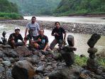rock-balancing-indonesia-1_20180223_164316.jpg