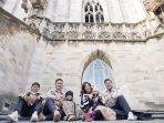 ruben-onsu-ajak-keluarga-wisata-ke-tempat-bersejarah-dan-populer-di-italia.jpg